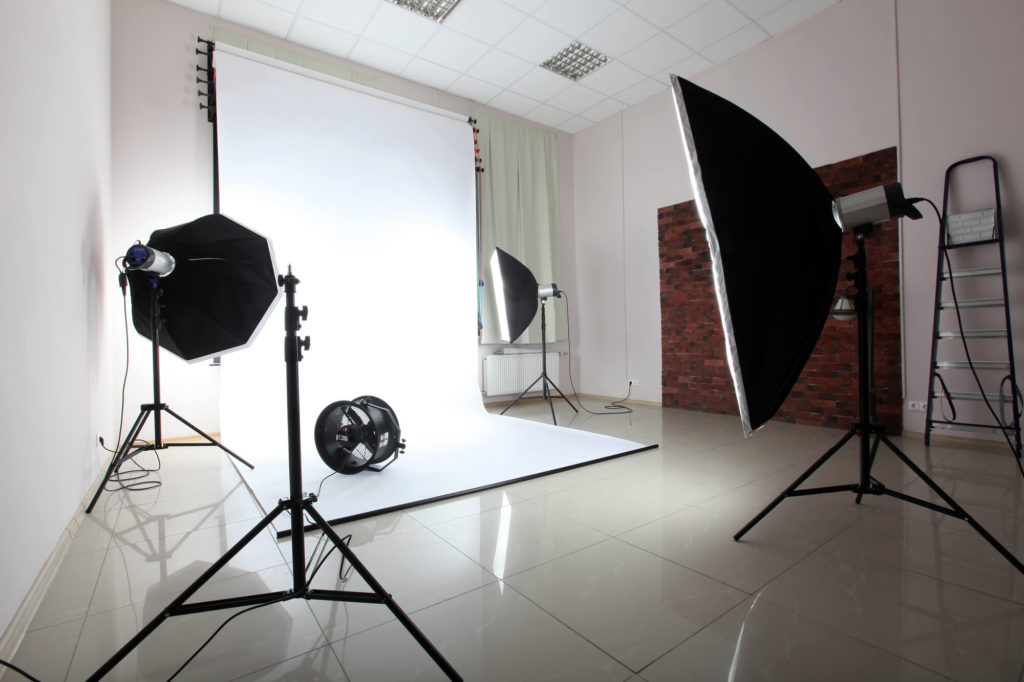 Quais s o os equipamentos essenciais para montar um est dio fotogr fico caseiro for Interior photography lighting setup